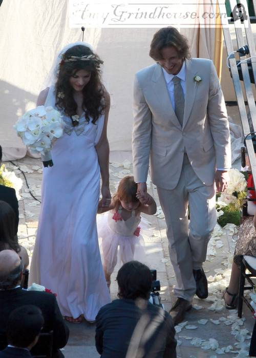 Milla-Jovovich-Wedding-fnp_sc_00001073