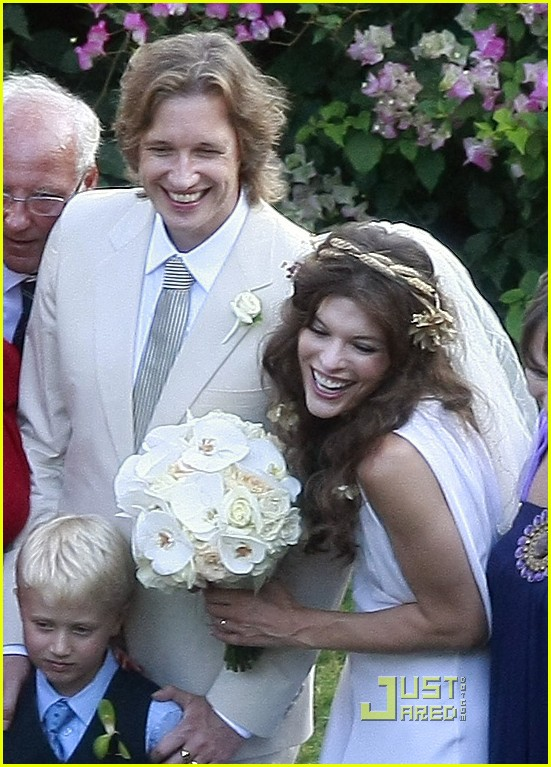 milla-jovovich-wedding-picture-01