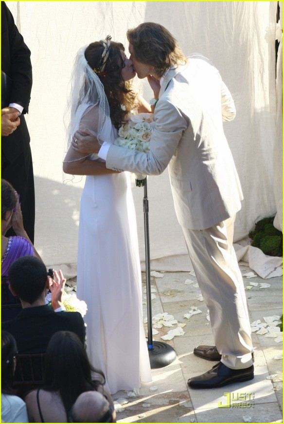 milla-jovovich-wedding-picture-15